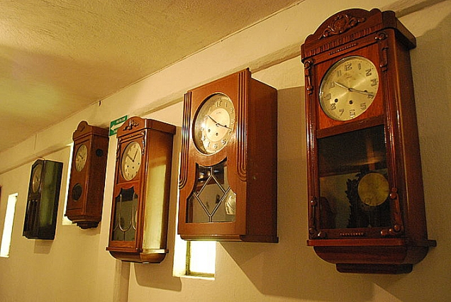 Wall clocks on display at the Clock Museum in Zacatlán, Puebla, Mexico - 複製